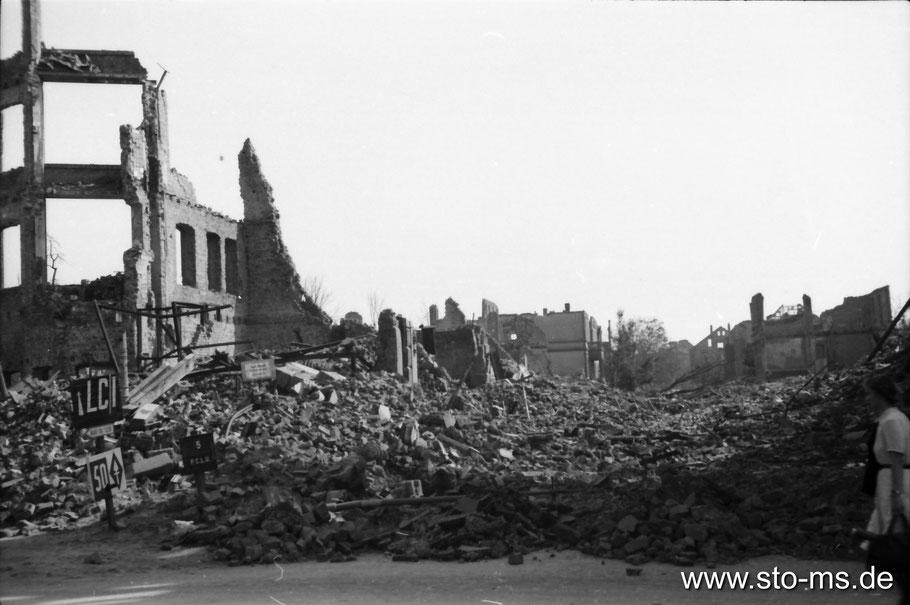 Eingang zur Südstraße - Sommer 1945 - Fotograf Carl Pohlschmidt ULB