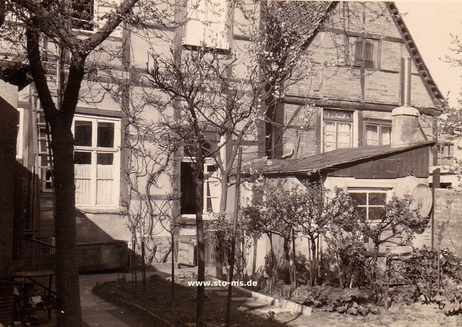Im Garten des Hauses Hollenbeckerstraße 25, wo der Hof-Fotograf Herold sein Atelier hatte. - Foto Maria Seidel
