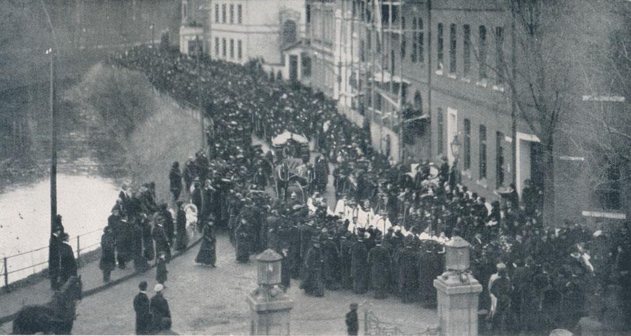 Der Trauerzug Hüfferstraße - Himmelreichallee