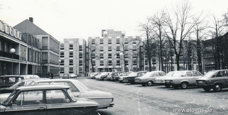 Das neue Gebäude der Bezirksregierung am Domplatz Mitte der 60er Jahre