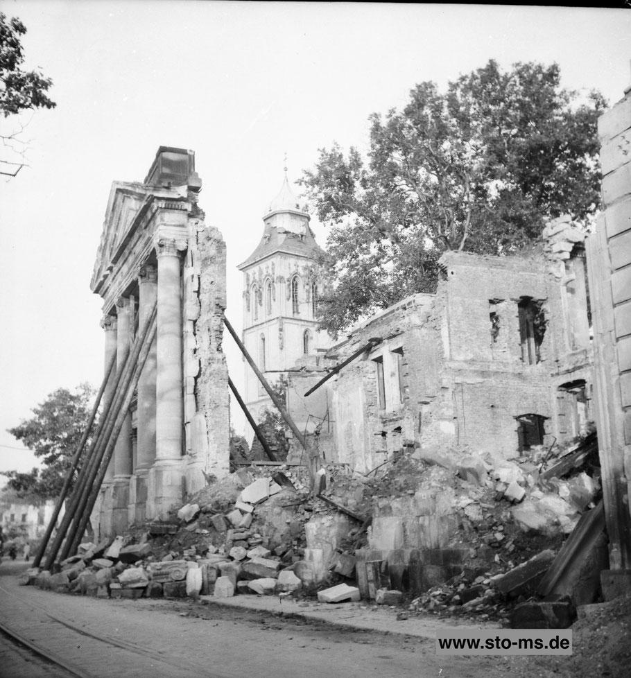 Ruine des Stadttheaters und Martinikirche - Oktober 1946 - Archiv ULB