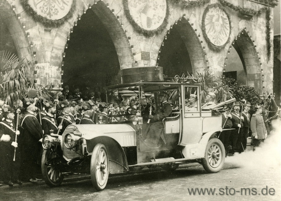Kaiser Wilhelm II vor dem Rathaus - ein tolles Automobil, heute eine Rarität
