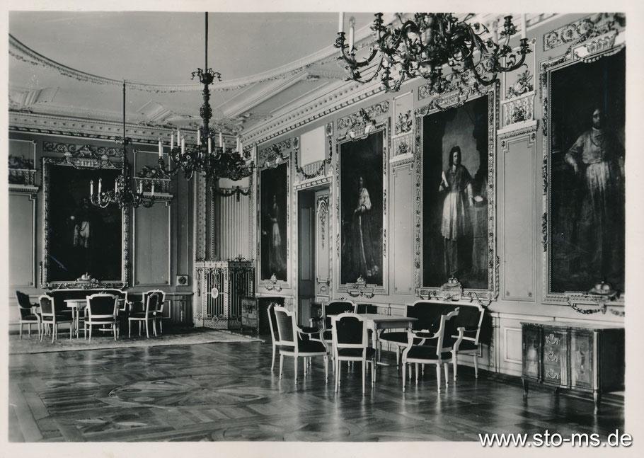 Der Fürstensaal mit den Portraits der letzten Bischöfe in Lebensgröße