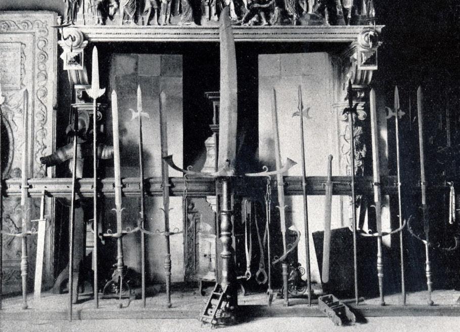 Folterwerkzeuge und Schwerter - Kamin Friedenssaal 1922 - Fritz Mielert Ruhfus Verlag Dortmund