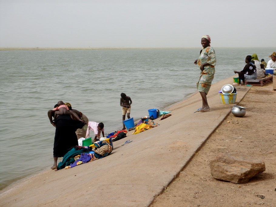 La lessive au bord du Niger (Bourem - Mali)