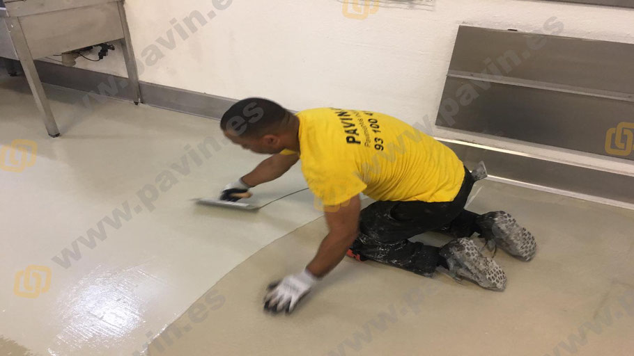 Pintar suelos de poliuretano cemento con Grupo Pavin