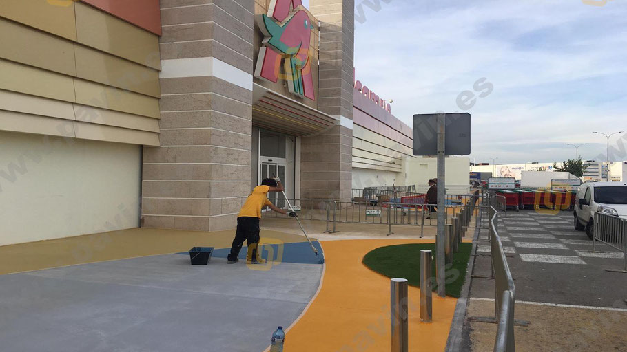 Grupo Pavin aplica suelos de resina para pavimentos continuos en exteriores que cumplen la Legislación antideslizante para pavimentos industriales