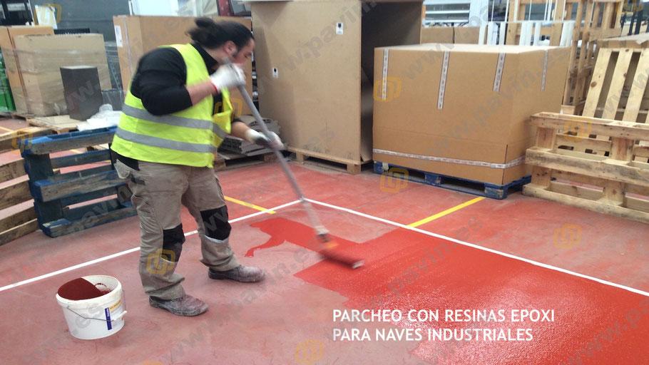 Parcheo con resinas epoxi en el pavimento industrial de hormigón roto