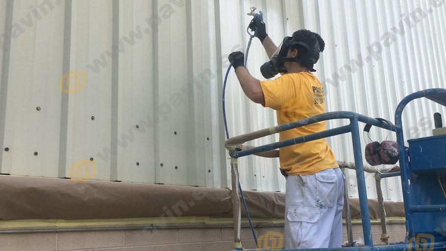 Pintura industrial en fachadas aplicada por Grupo Pavin para la empresa