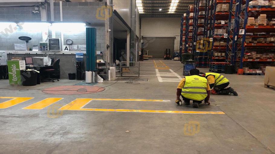 Grupo pavin realiza la señalización de pasillos peatonales en la empresa conjuntamente con los técnicos de prevención laboral