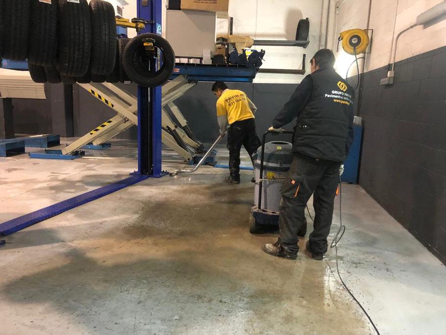 GRUPO PAVIN - Pavimentos industriales | Pavimentos industriales para talleres de coches - Limpieza y descontaminación del soporte