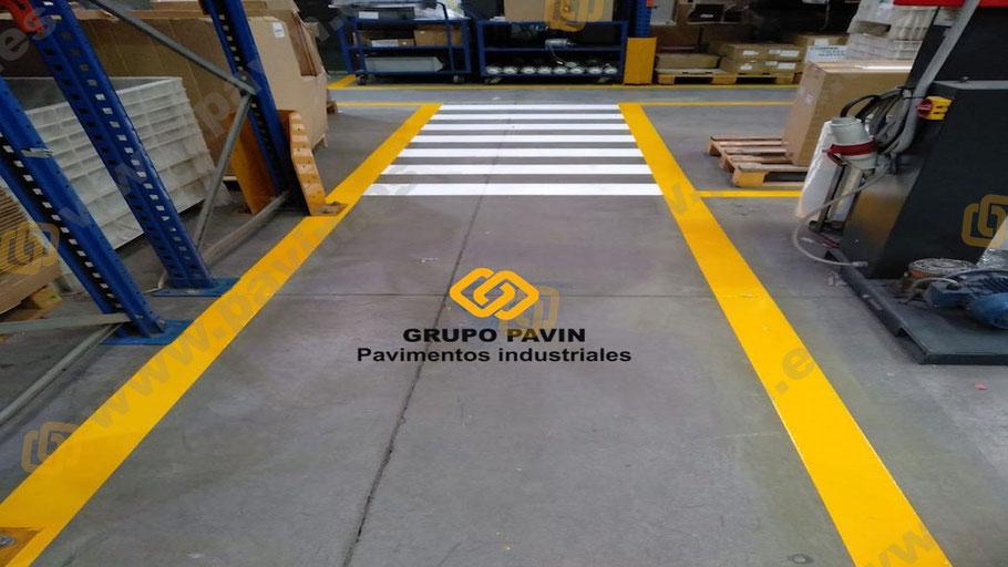Señalización  de pasos de peatones Señalización industrial en un fin de semana sin interrumpir la actividad de la empresa