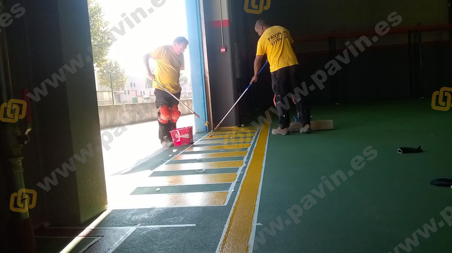 Señalización pasos peatonales, pasillos peatón con muñeco y zona anti incendios
