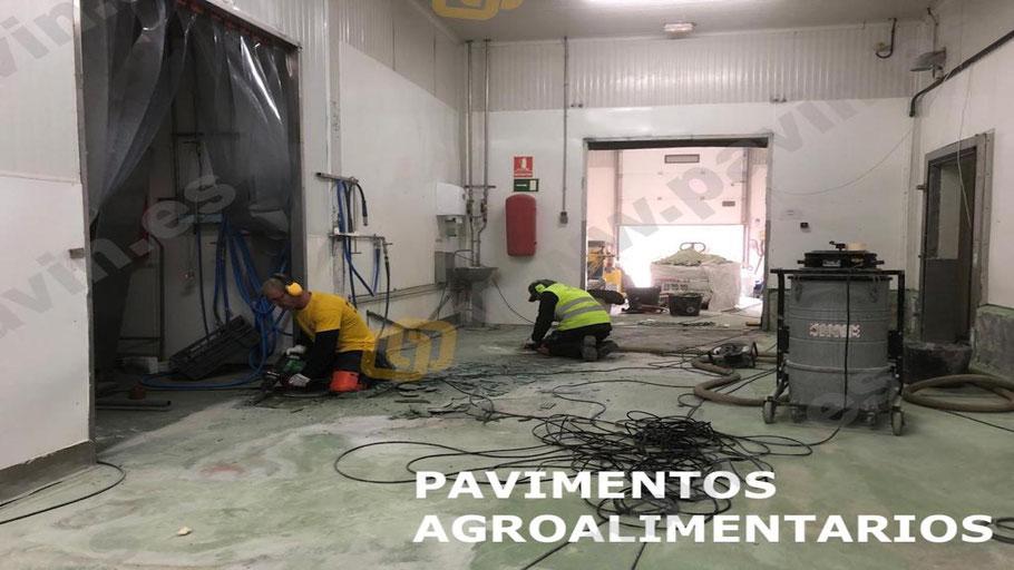 Preparación de un pavimento de hormigón para la instalación de un suelo de resinas en el pavimento agroalimentario de una empresa