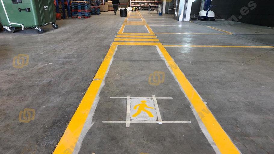 Grupo pavin realiza la señalización de pasillos peatonales en la empresa con los muñecos de peatón correspondientes