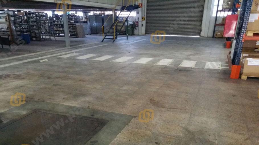 pasos de peatones en la señalización industrial para empresa química