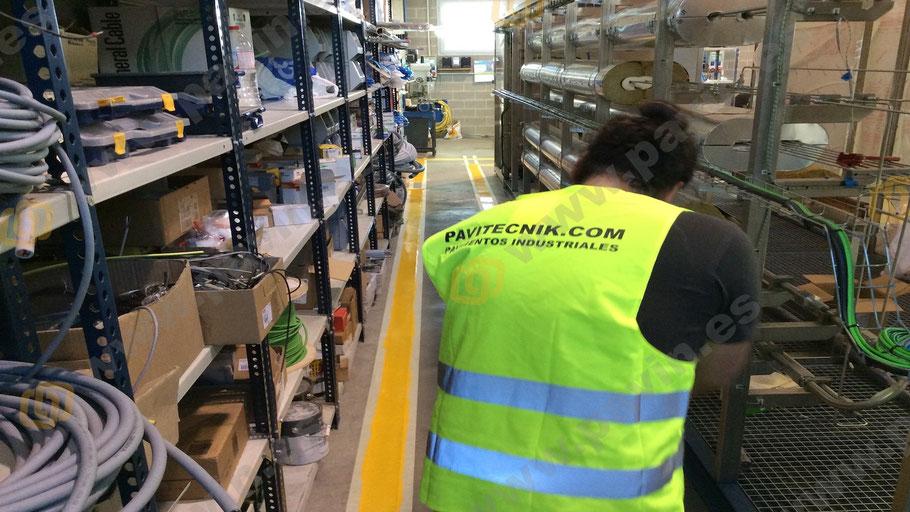 Pintado líneas para la señalización en el pavimento industrial de la empresa por Grupo Pavin