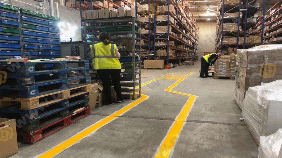Señalización de viales para la correcta circulación por cualquier punto de la nave industrial aplicados por Grupo Pavin