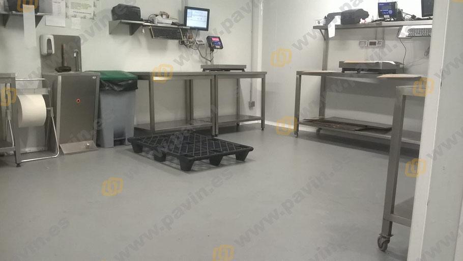Salas con suelos de resina antideslizantes para naves de secaderos de embutidos