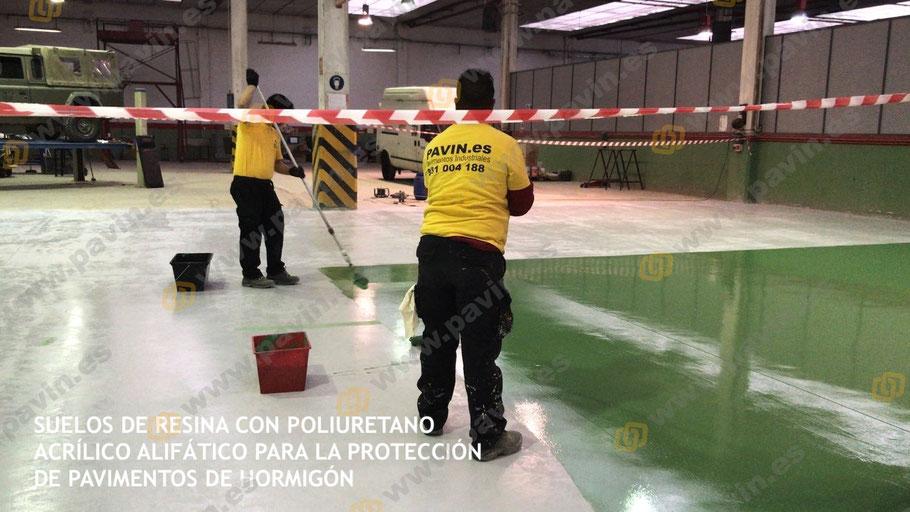 Capa de resina a rodillo de poliuretano acrílico alifático aplicada por Grupo Pavin como empresa de pavimentación industrial