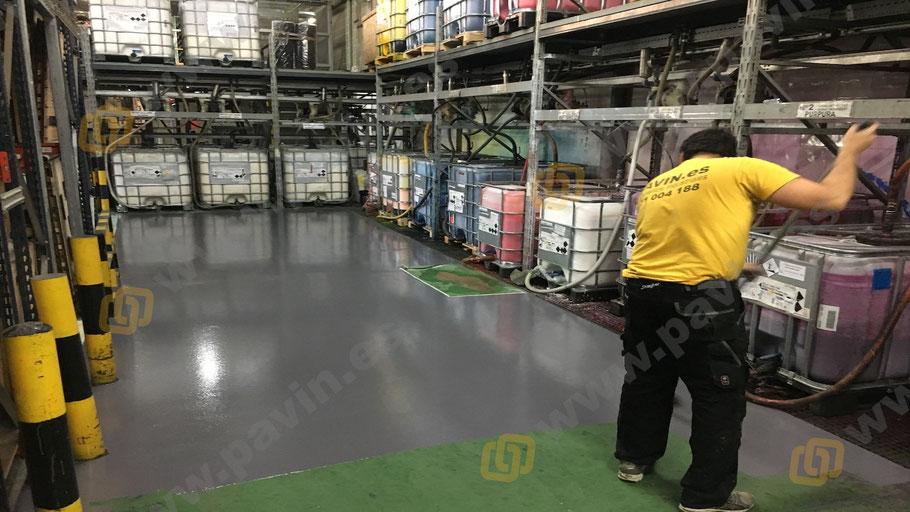 Suelos de resina para pavimentos industriales en el sector de las artes gráficas aplicados por Grupo Pavin zona de tintas