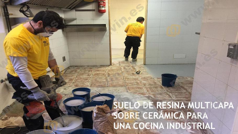 Suelo de resina multicapa sobre cerámica para el pavimento de una cocina industrial aplicado por Grupo Pavin