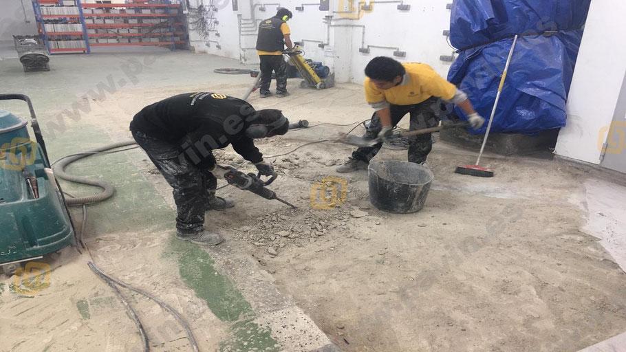 Preparación del soporte con el fresado del antiguo pavimento par la aplicación por Grupo Pavin de una resina epoxi sobre cerámica