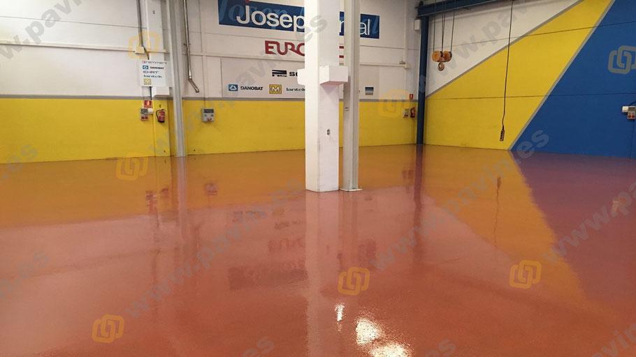 Suelos de resina multicapa cuarzo color para pavimentos industriales antideslizantes aplicados por Grupo Pavin