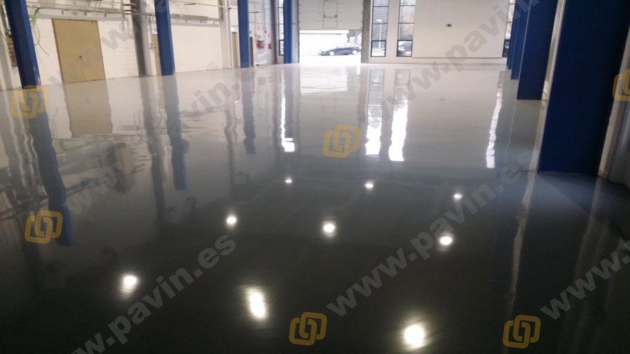 Pavimentos industriales de hormigón con suelos de resina autonivelantes para naves industriales