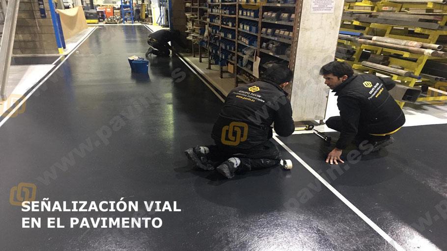 Señalización del pavimento industrial en la empresa