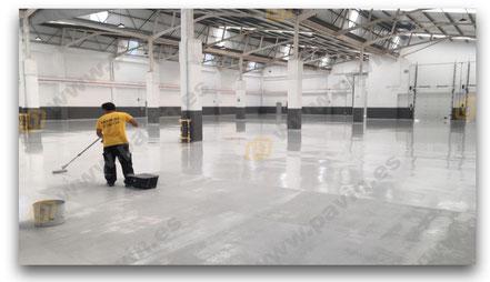 Pintar suelos industriales con resinas de la mano de Grupo Pavin es garantía de éxito