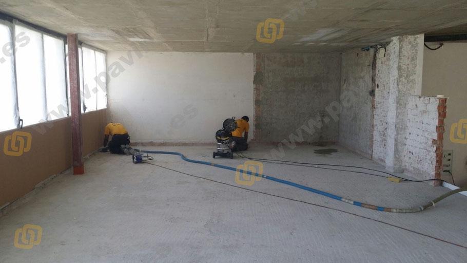 Cómo preparar correctamente el soporte para la nivelación del pavimento en un altillo