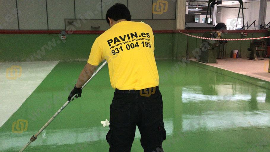 Qué es el poliuretano acrílico alifático para suelos de resina aplicado por Grupo Pavin en la instalación de pavimentos industriales