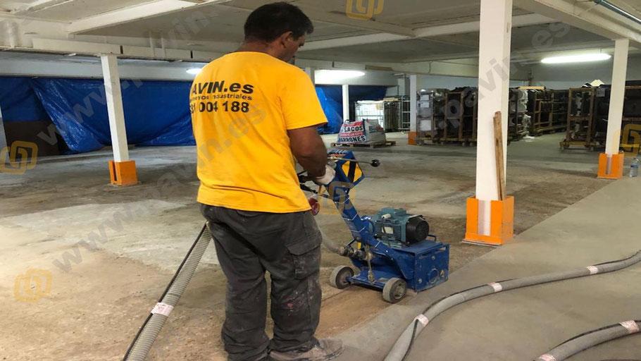 Fresado para la reparación con mortero autonivelante de un pavimento de hormigón en mal estado aplicado por Grupo Pavin