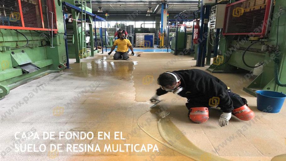 Capa de fondo en el suelo de resina multicapa para pavimentos industriales en matricerías instalados por Grupo Pavin