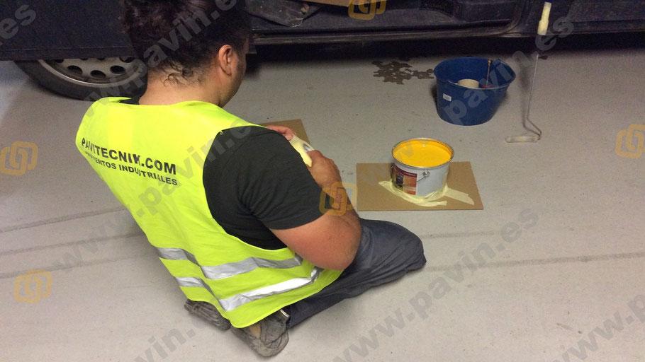 preparación de las resinas de poliuretano para la señalización en un pavimento industrial