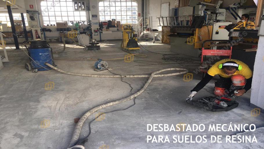 Pavimentos industriales de hormigón en mal estado que necesitan de un buen desbastado mecánico para la instalación de suelos sin juntas