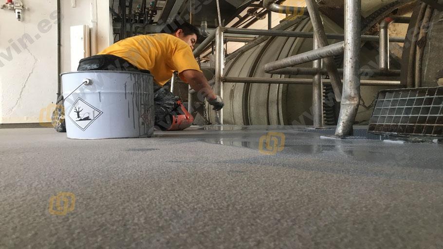 Suelos y pavimentos antideslizantes industriales de resinas continuos aplicados por Grupo Pavin