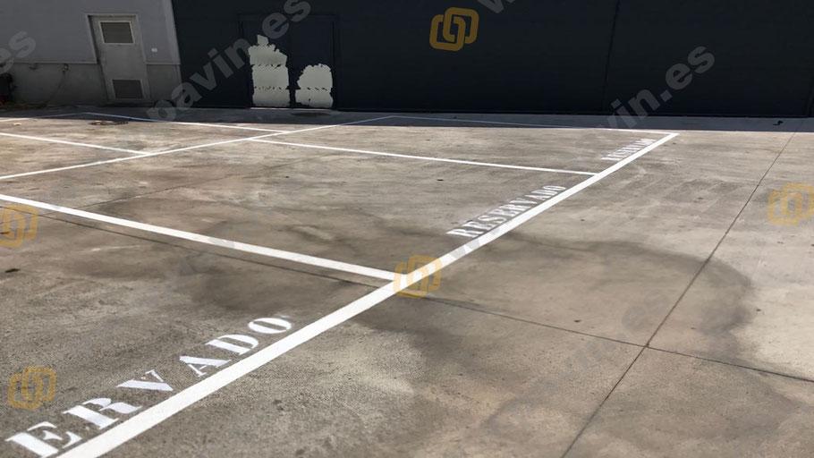 Parking exterior en la señalización industrial para la empresa