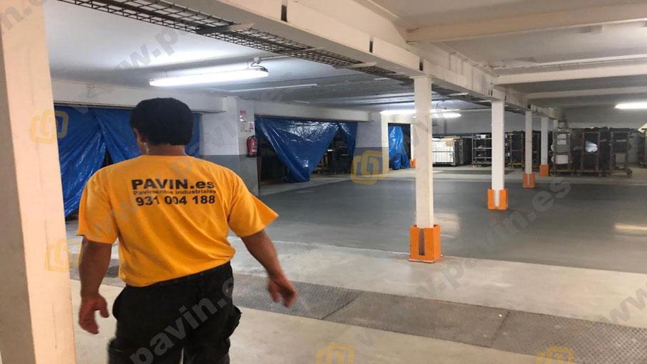 Capa final en la reparación con mortero autonivelante de un pavimento de hormigón en mal estado aplicado por Grupo Pavin