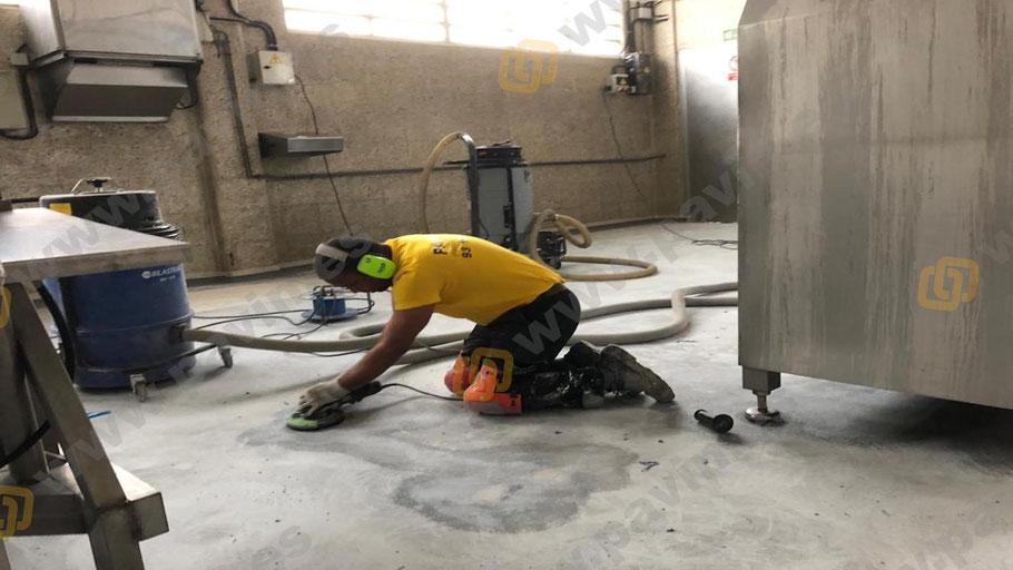 Preparación del soporte en suelos de resinas para industrias cárnicas aplicados por Grupo Pavin
