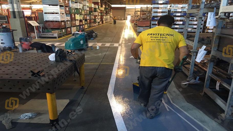 Marcaje y definición de líneas, pasos peatonales, cebra, extintores, pasillos.. para la señalización industrial para automoción