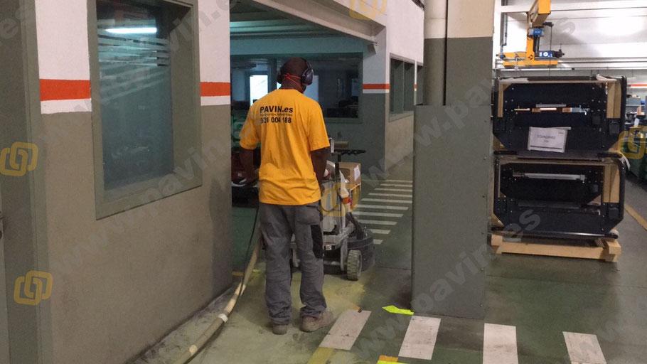 Preparación del soporte para la señalización industrial para automoción