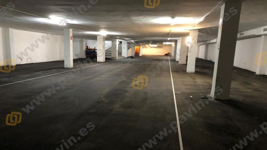 Vista general de la pavimentación del parking con asfalto