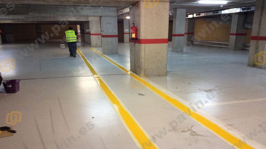 Pasillos peatonales para suelos en parkings con señalización de lineas en amarillo