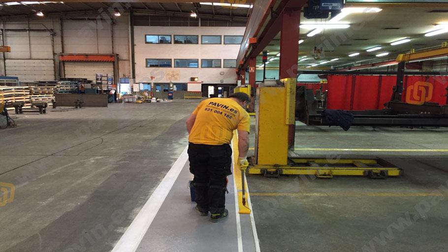pintado de suelos y marcación para la señalización industrial para automoción