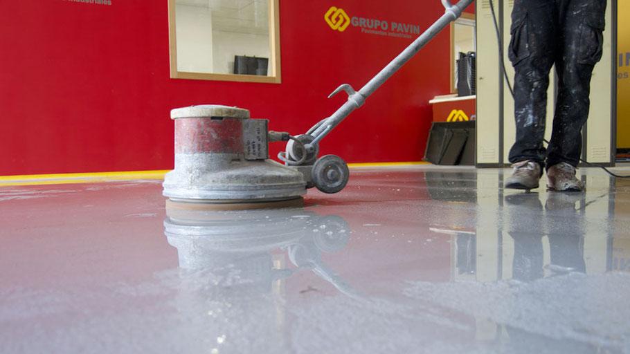 Detergentes para suelos y pavimentos industriales de resinas