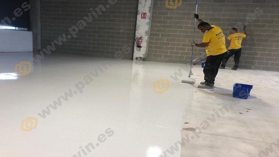 Suelos de resina epoxi para naves industriales de almacenaje que necesiten renovar su pavimento industrial