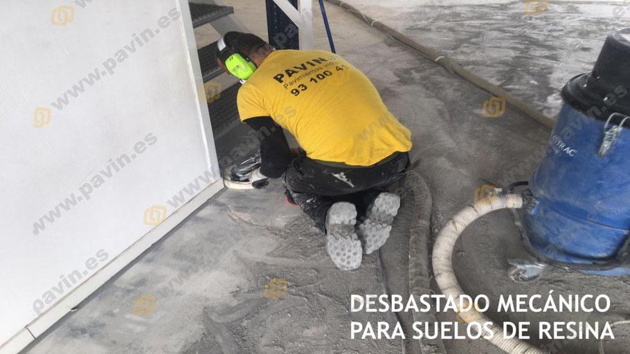 Contar con las herramientas adecuadas hace más sencillo el desbastado mecánico en el pavimento industrial de hormigón