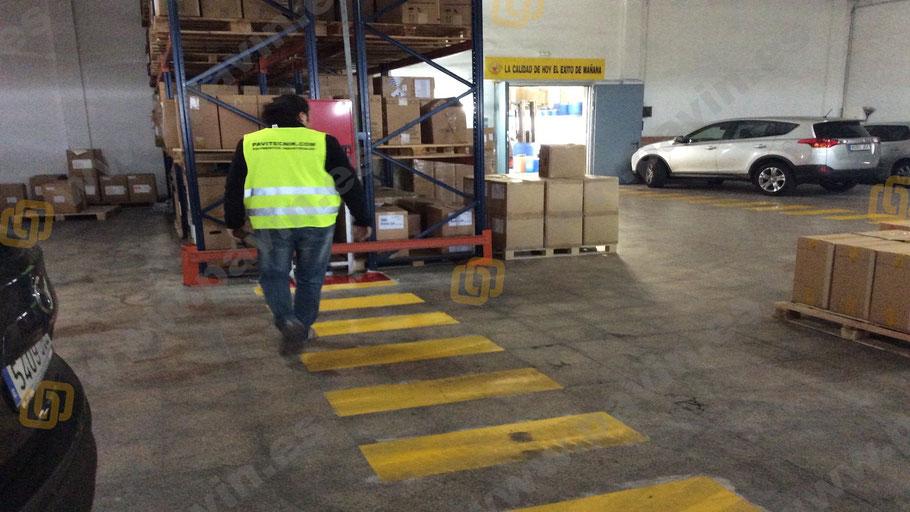 Señalización industrial de pasos de cebra en la empresa